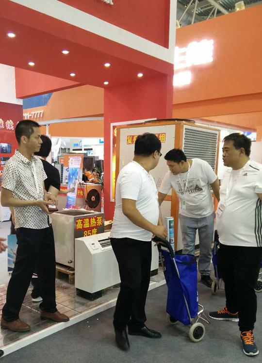 北京暖通展第二天,正旭空气能展台人气依旧爆棚